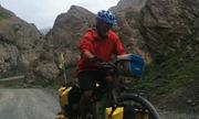 Người đàn ông 60 tuổi đạp xe quanh thế giới chưa biết ngày về