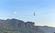 Màn thăng bằng trên dây khiến người xem nín thở