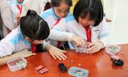 Học sinh Hà Nội học lắp máy ghi âm