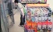 Video quản lý cửa hàng chụp lén dưới váy khách gây chú ý tuần qua