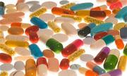 Bác sĩ với đơn thuốc không kháng sinh