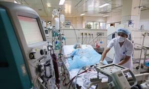 17 giờ cấp cứu 18 bệnh nhân Hòa Bình tai biến chạy thận