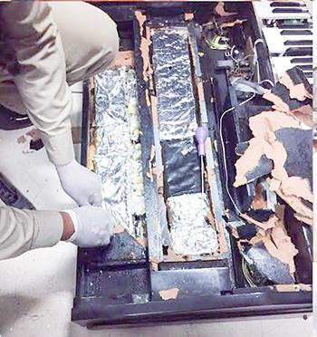 Cảnh sát phát hiện gần 6 kg cocaine trong chiếc đàn piano của ông Dang. Ảnh:Khmer Times
