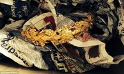 Vương miện vàng ròng 2.300 năm tuổi dưới gầm giường