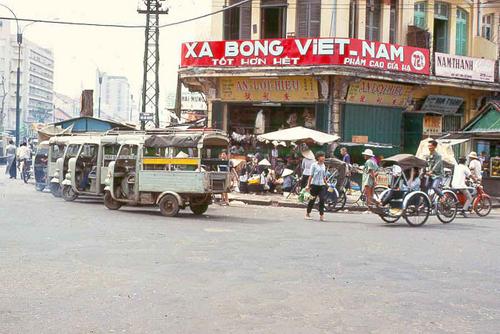 xe-lam-tren-duong-pho-sai-gon-xua-1