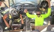Cảnh sát phá sàn xe hơi giải cứu nạn nhân buôn người