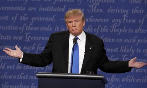 Donald Trump phát biểu trong cuộc tranh luận trực tiếp đầu tiên với Hillary Clinton tối 26/9 tại New York, Mỹ