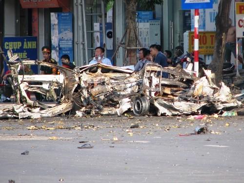 xe-taxi-no-nhu-bom-nghi-do-khach-om-min-tu-sat-1
