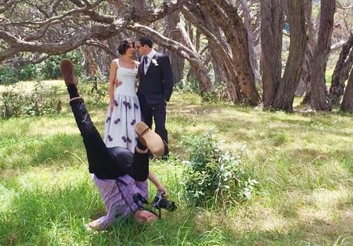 Hy sinh hình tượng để tạo tiếng cười cho đôi vợ chồng trẻ.