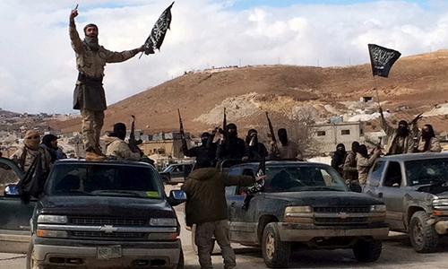 Các tay súng thuộc nhóm khủng bố Al-Nursa. Ảnh: Reuters.