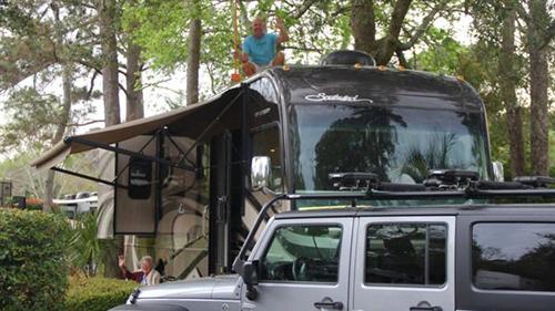 BàBauerschmidt, ở bang Michigan, đã trải qua một năm trên những cung đường cùng con trai Tim và con dâuRamie Liddle trên chiếc xe gia đìnhẢnh:Ramie Liddle