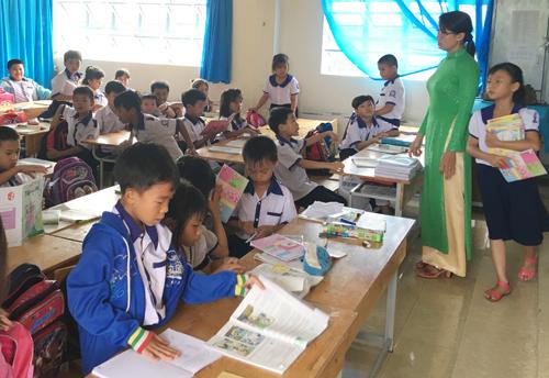 Nhiều học sinh lớp 3 tại trường tiểu học Lê Hồng Phong, TP Sóc Trăng chưa biết đọc. Ảnh: Phúc Hưng