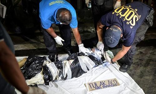 Một nghi phạm ma túy Philippines bị bắn chết. Ảnh: Barcroft.