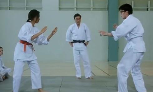 Sư phụ tức giận vì hai võ sinh nhảy Cha Cha Cha khi tỉ thí