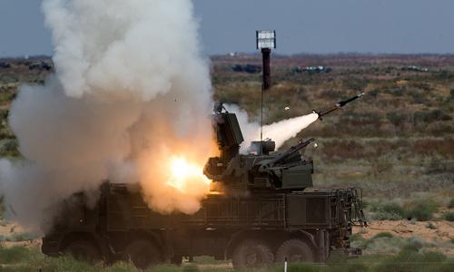 Hệ thống tên lửa phòng không Pantsir -S khai hỏa. Ảnh: TASS.