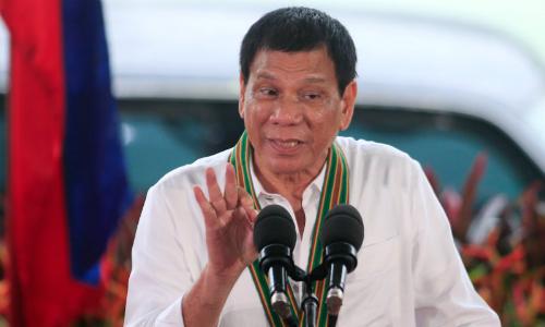 tong-thong-philippines-yeu-cau-quan-doi-khong-tap-tran-voi-my