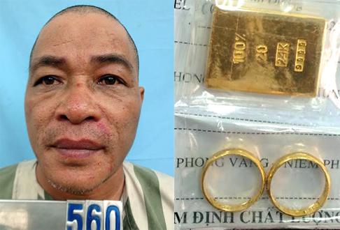 Nghi can Tuấn bị nạn nhân truy tìm, bắt giữ cùng miếng vàng giả để giăng bẫy con mồi.
