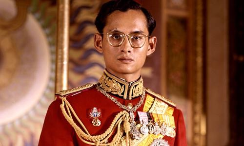 Quốc vươngBhumibol Adulyadej năm 1950. Ảnh: CNN