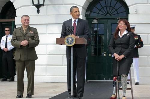Ông Cartwright (trái) đứng cạnh Tổng thống Mỹ Barack Obama