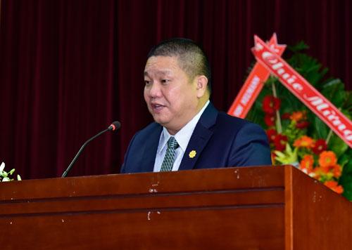 Ông Lê Phước Vũ chia sẻ con đường khởi nghiệp của mình với sinh viên để khuyến khích các bạn trẻ.