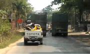 Ôtô cảnh sát rượt đuổi xe tải điên như phim hành động