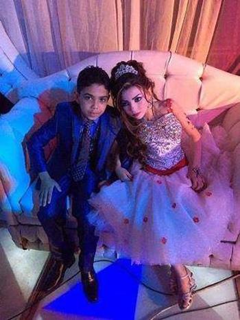 Omar vàGharam trong lễ đính hôn. Ảnh: Huffington post