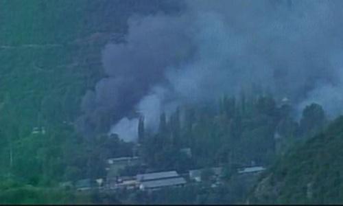 Khói bốc lên từ căn cứ quân đội Ấn Độ bị tấn công hồi tháng 9. Ảnh: ANI.
