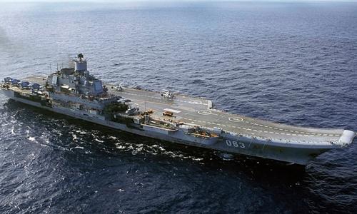 Tàu sân bay Đô đốc Kuznetzov và các tàu chiến Nga đang ở Địa Trung Hải. Ảnh: Reuters.