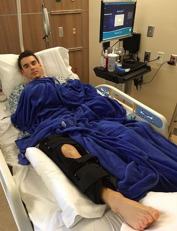 Ba tuần sau khi bị cá mập tấn công, Tanner hiện đang hồi phục tại bệnh viện (Ảnh: Gofundme)