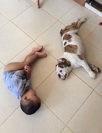 Sak và cậu bé Monther là bạn tốt của nhau. Ảnh: Mirror