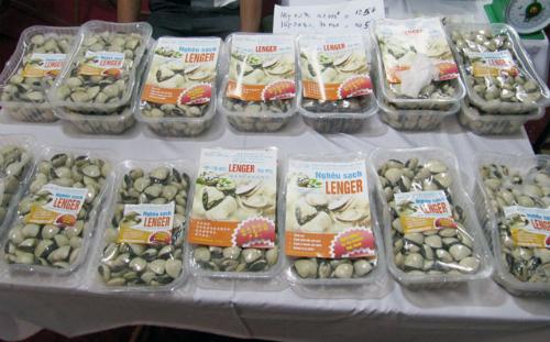 Nghêu sạch Lenger được bày bán ở nhiều hội chợ hay siêu thị