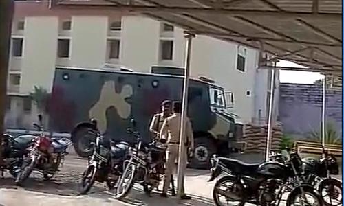 Cảnh sát Ấn Độ đang truy lùng 8 phạm nhân giết lính gác, trốn trại. Ảnh: ANI.