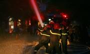 Toàn cảnh dập lửa, cứu người trong quán karaoke 8 tầng ở Hà Nội