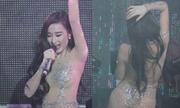 Tranh cãi chuyện Angela Phương Trinh sexy bị treo mic
