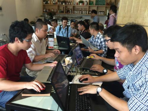 Học theo hình thức online, sinh viên của FUNiX có thể đăng nhập học bất cứ ở đâu khi có thời gian rảnh.
