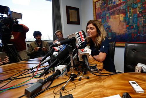 luật sư Lisa Bloomđại diện của người phụ nữ