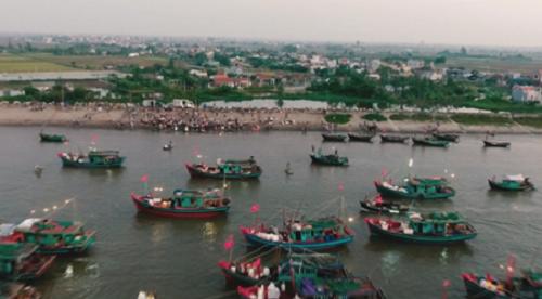Những con thuyền đánh bắt hải sản đã cập bến cảng cá Ninh Cơ ngay từ sáng sớm. Ảnh: bizmedia