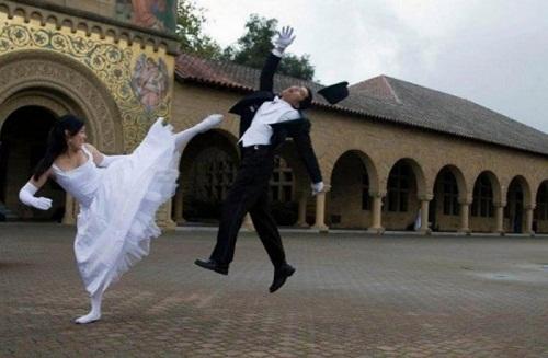 Hãy để cô dâu trình diễn võ thuật trong bộ váy cưới.
