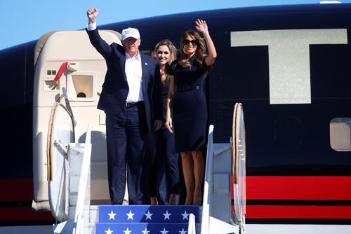 [Caption]Republican presidential nominee Donald Trump waves with his wife Melania Trump at a campaign rally in Wilmington, North Carolina Florida, U.S. November 5, 2016. REUTERS/Carlo Allegri