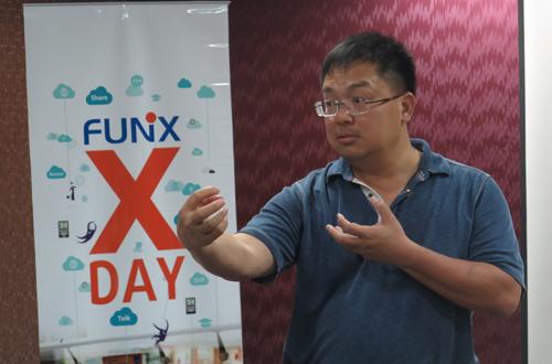 Anh Hoàng Nam Tiến chia sẻ với sinh viên Đại học trực tuyến FUNiX.