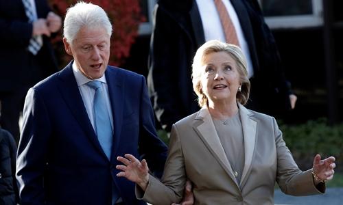 Hillary Clinton cùng chồng, cựu tổng thống Bill Clinton. Ảnh: Reuters.