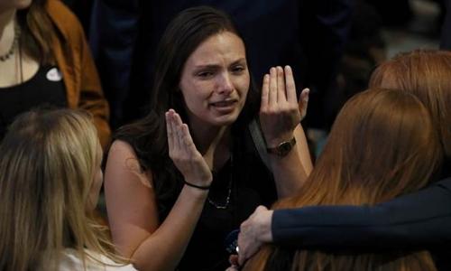Người ủng hộ Hillary Clinton tại một điểm bỏ phiếu ở Manhattan, New York. Ảnh: Reuters.