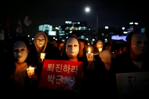 Người biểu tình đeo mặt nạ