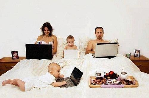 Gia đình thời công nghệ.