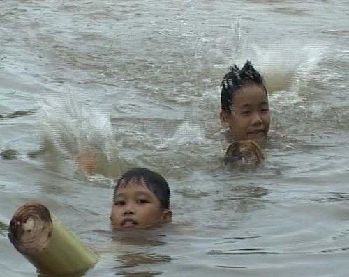 Bè chuối dùng tập bơi.