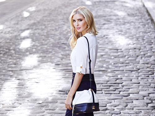 Ivanka và chiếc túi xách thuộc thương hiệu thời trang của cô. Ảnh:IvankaTrump.com