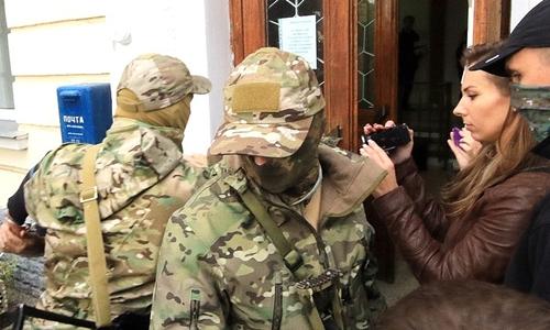 Lực lượng mật vụ Nga tại Sevastopol. Ảnh: Tass.