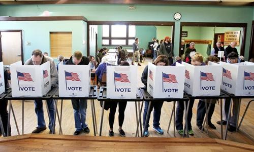 Cử tri Mỹ đi bỏ phiếu. Ảnh: AP.