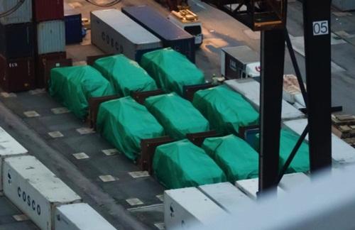 Lô xe bọc thép Singapore bị giữ tại cảng Hong Kong. Ảnh: