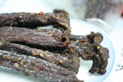 Thịt trâu gác bếp - đặc sản của đồng bào người Thái đen ở Nghĩa Lộ.  Ảnh: traugacbepnghialo